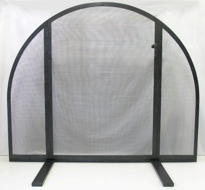 Center Opening Panel Free-Standing Fire Screen